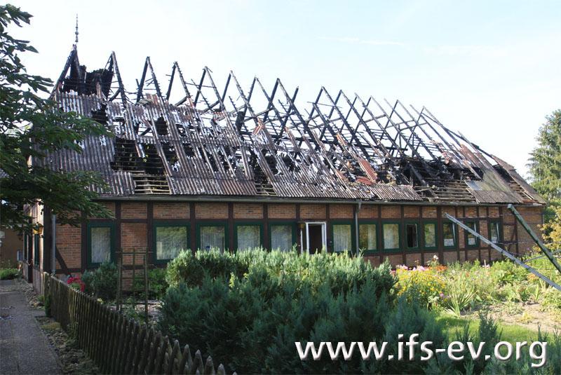 Das Dachgeschoss brannte vollständig aus.