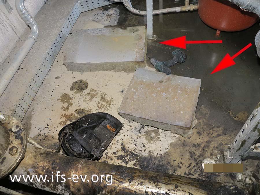 Teile des Isoliermaterials wurden vor den Arbeiten herausgeschnitten.