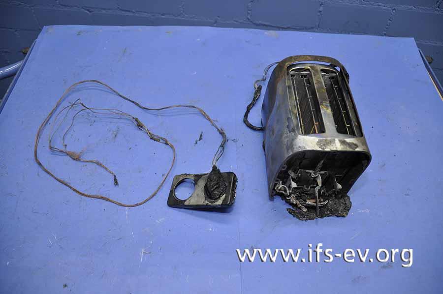 Der Toaster wird im Labor untersucht.