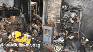 In der Mitte des Brandraumes steht der Werkstattofen.