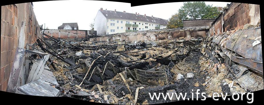 Blick in den zerstörten Verkaufsraum des Supermarktes