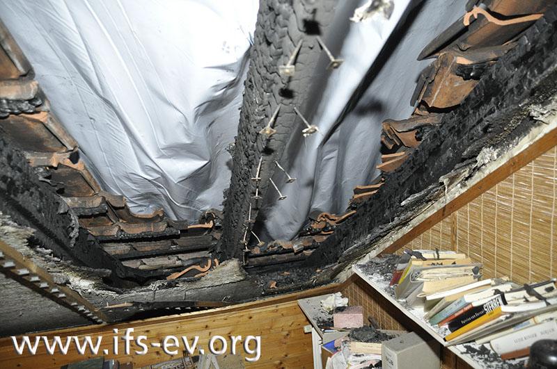 Die am tiefsten herabreichenden Brandzehrungen an der Dachkonstruktion