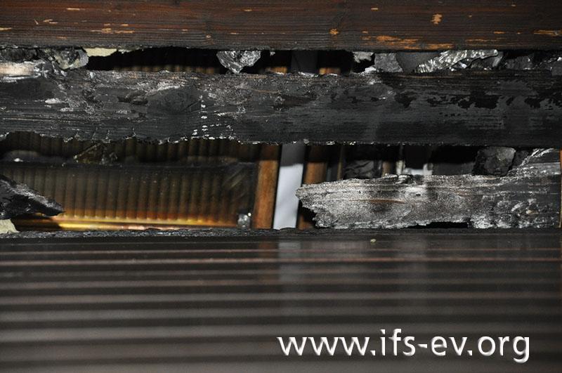 Durchbrennung der Nut- und Federbretter im Dachgeschoss