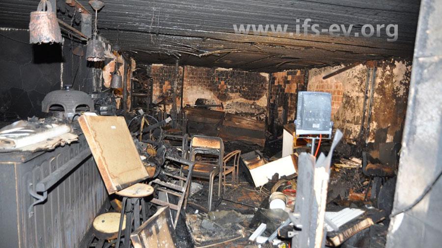 Blick in den brandbetroffenen Partyraum.