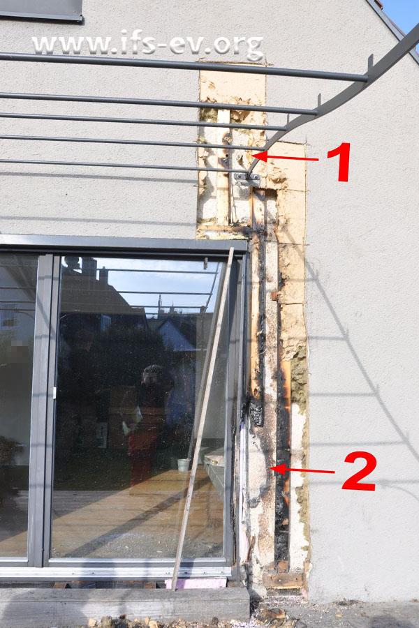 Über der Verandatür (1) wurden Trennschleifarbeiten durchgeführt; der Brandschwerpunkt liegt wesentlich tiefer (2).