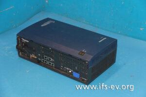 Im Elektrolabor wird die Telefonanlage auf Überspannungsschäden untersucht.