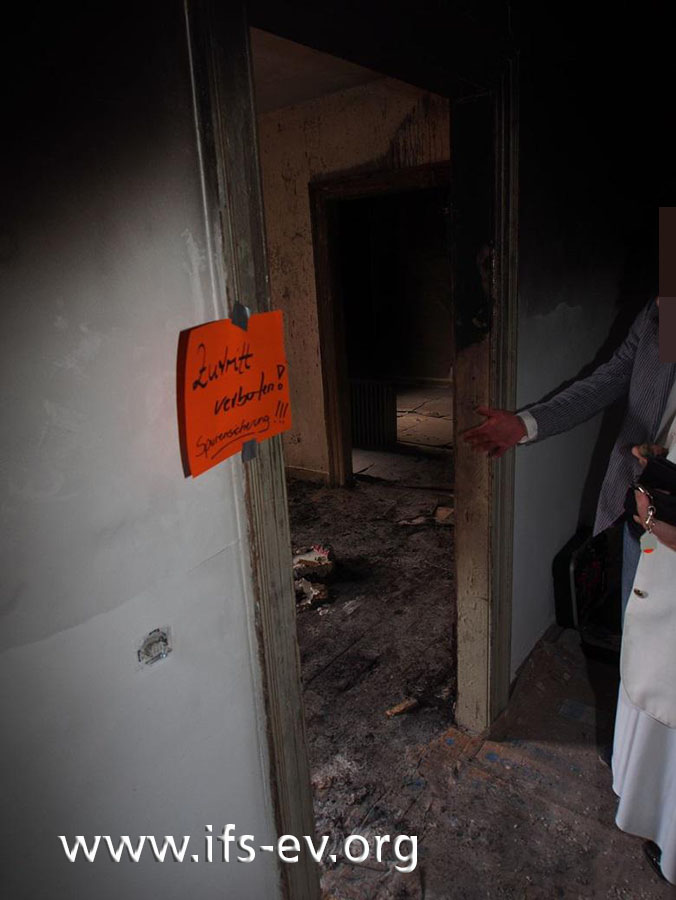 Blick vom Wohnungsflur in den Brandraum