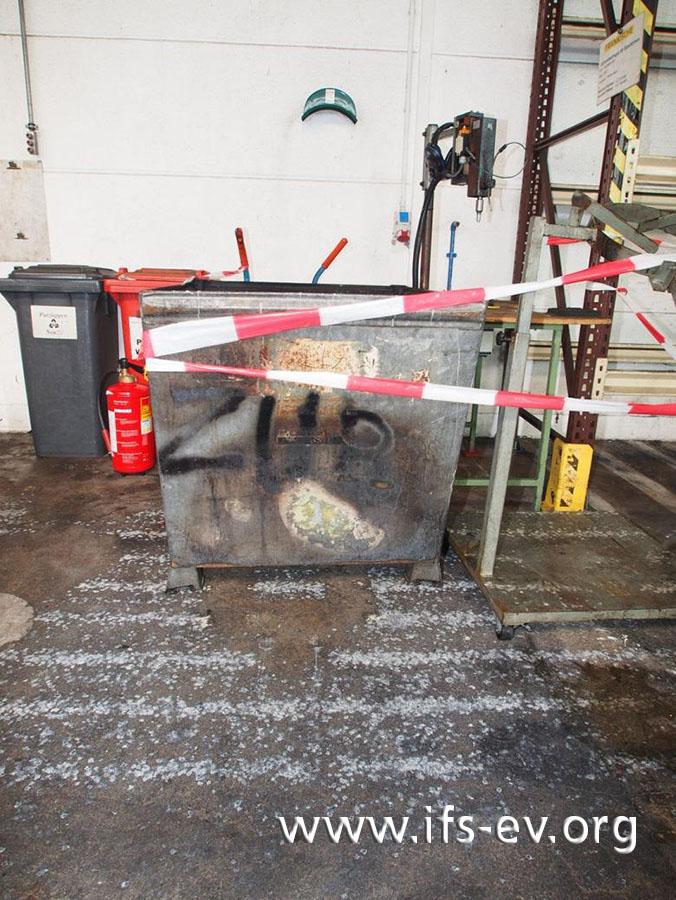 Am Container sind thermische Schäden zu sehen.
