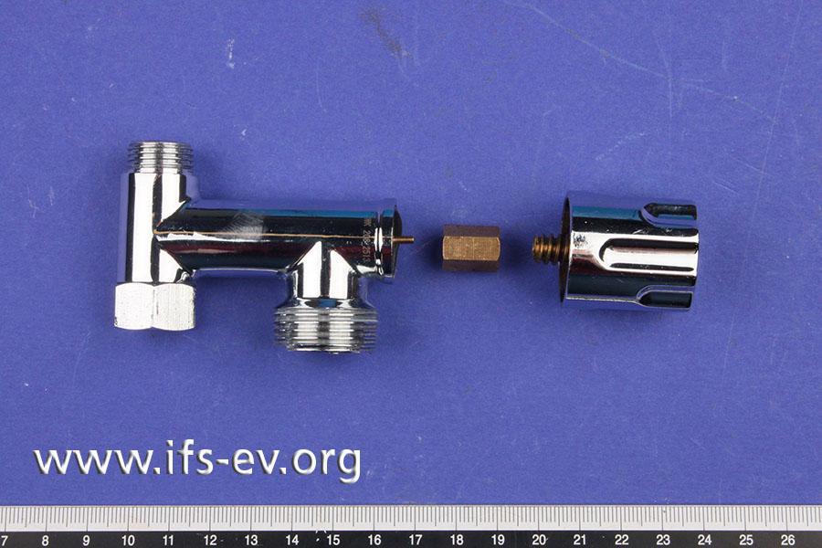 Das Gerätezusatzventil wird im Labor untersucht.