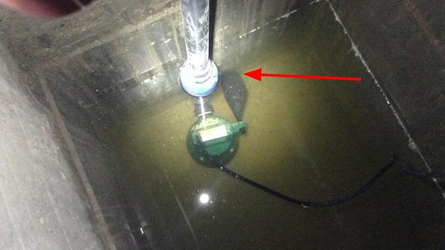 Im zweiten Pumpenschacht ist die ursprüngliche Einbausituation noch vorhanden: Der Schwimmer stößt an die Wand.