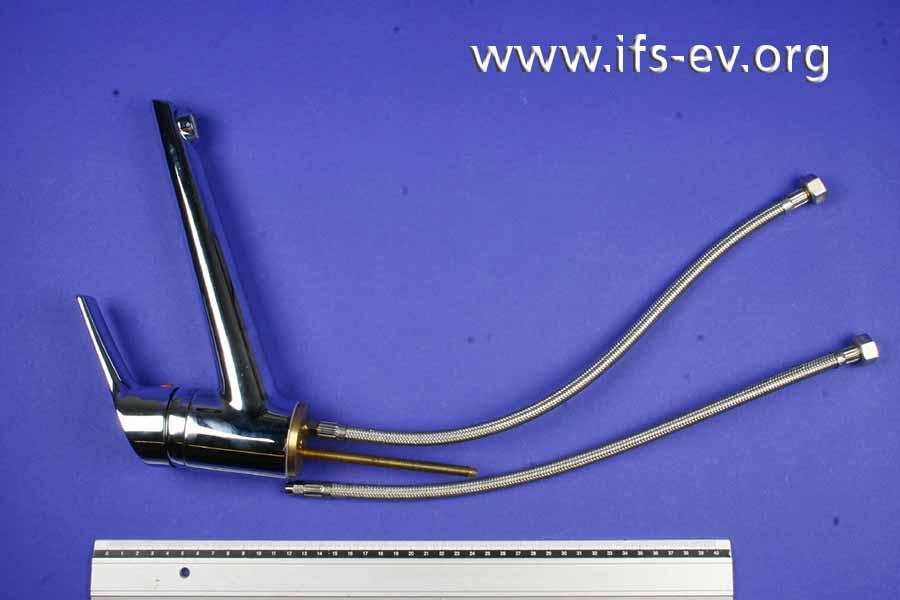 Die Einhebel-Mischarmatur wird samt Anschlussschläuchen ins IFS geschickt.