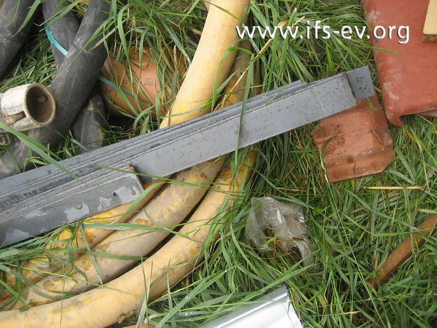 Am Schadentag wurden mit einem Trennschleifer Flachstahlstücke geschnitten.