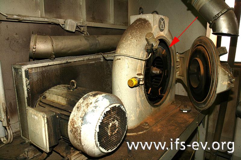 Das Mahlwerk der Zimtmühle steht im ersten Obergeschoss des Produktionsgebäudes.