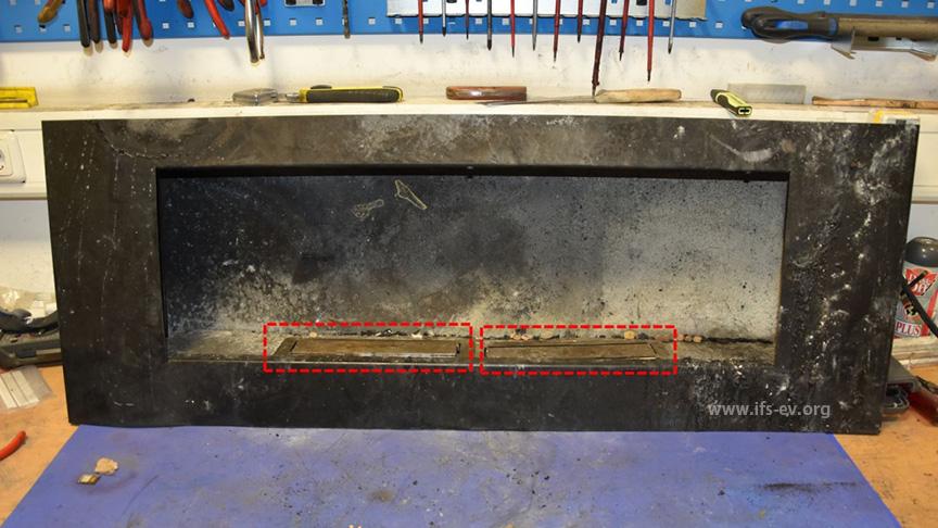 Der Ethanolkamin mit zwei rechteckigen Brenntöpfen.