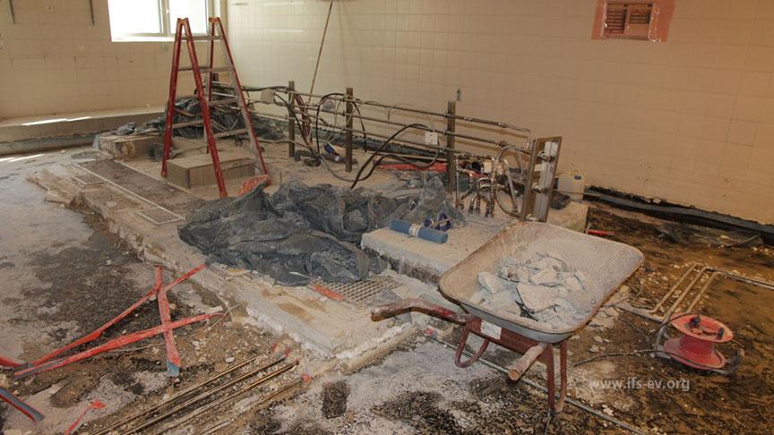 Die Küche und alle angrenzenden Bereiche wurden zurückgebaut.