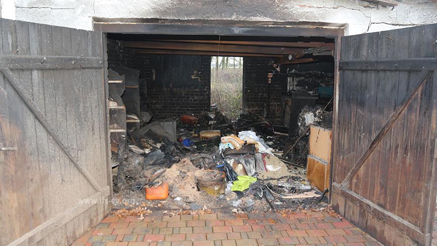 Blick in die Garage nach dem Brand