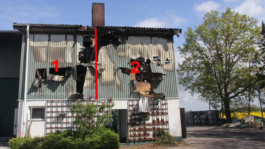 Der brandbetroffene Teil der Halle: Im Obergeschoss befindet sich links ein Abstellraum (1) und rechts der Hackschnitzelbunker (2).