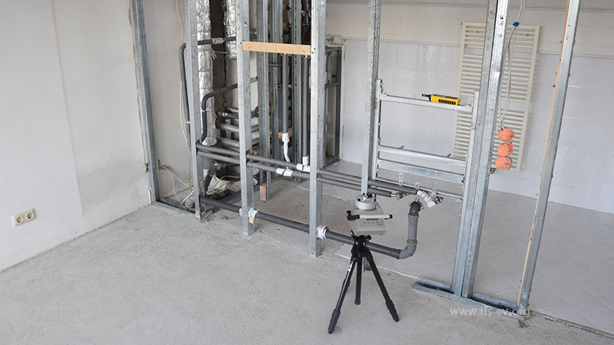 Gesamtpartikelmessung im Sanierungsbereich; die Beplankungen wurden hier mittlerweile vollständig zurück gebaut.