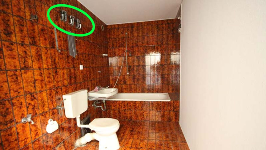 Das schmucke Interieur des alten Bades lud zur Sanierung ein. Links oben sind auf dieser älteren Aufnahme noch die Ventile zu erkennen.