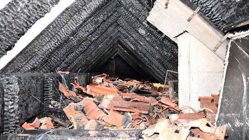 Blick in den ausgebrannten Spitzboden