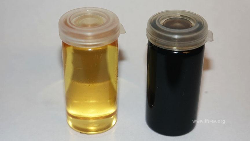 Eine Probe des Öls aus dem Brühkessel (rechts) im Vergleich zu frischem Öl.