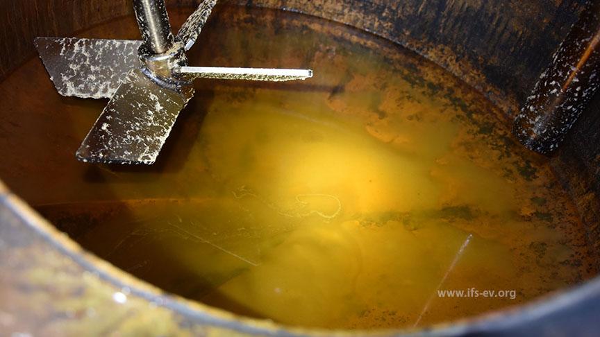 In der Brennblase befindet sich noch eine Flüssigkeit mit fast 50 Vol.-% Alkohol.